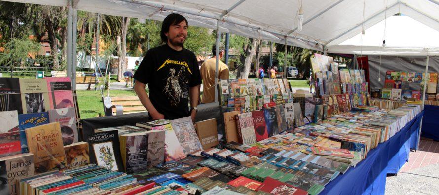 Hasta el 10 de diciembre permanecerá la feria del libro nuevo y usado en plaza Gabriela Mistral