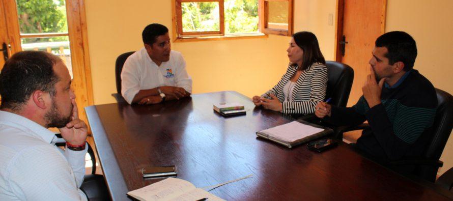 Analizan desarrollo del programa Servicio País en la comuna de Paihuano