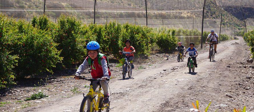 Corporación Pedaleable y Escuela Dagoberto Campos Núñez recorren la ruta Elqui Pedaleable
