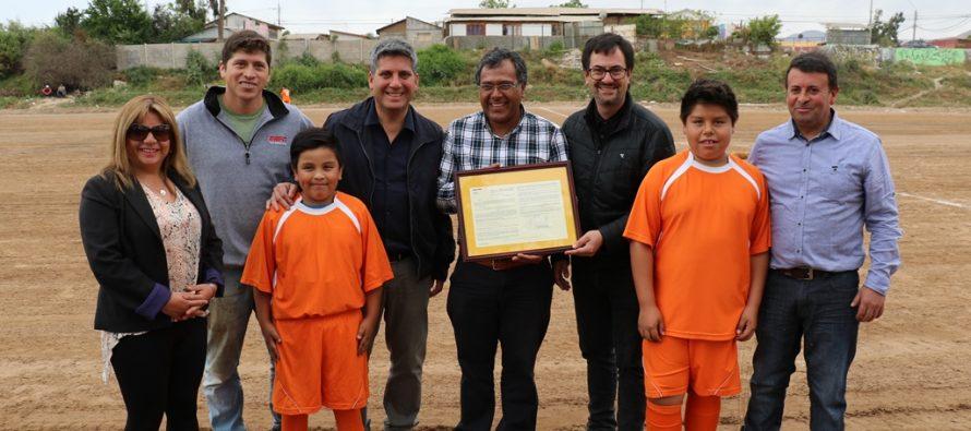Gobierno entrega Cancha a Club Deportivo Camino Islón