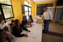 El alcalde Rafael Vera ejerció su derecho a voto en Vicuña resaltando la participación ciudadana de los elquinos