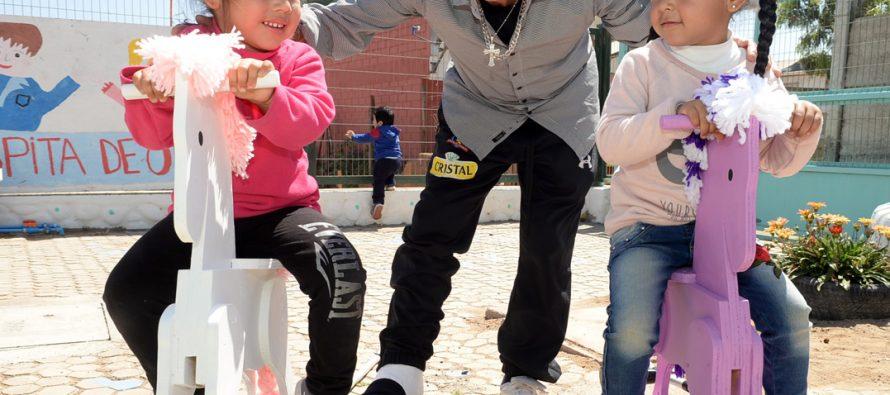 Sencillo gesto llenó de alegría a niños de Quebrada de Talca