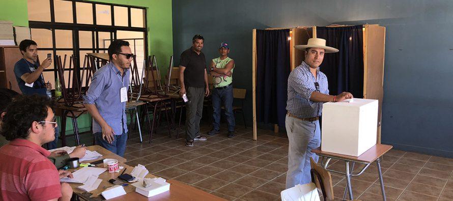 Alcalde Hernán Ahumada resalta compromiso de la gente de Paihuano por el deber cívico