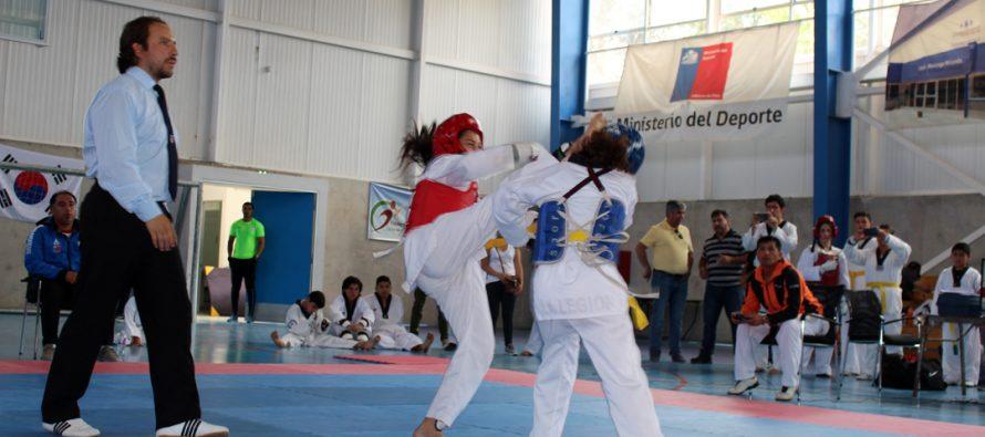 Un centenar de deportistas fueron parte del Campeonato Regional de Taekwondo en Vicuña