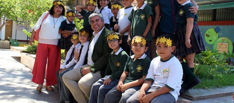 Estudiantes del colegio Domingo Santa María y Lucila Godoy de Vicuña cantaron villancicos