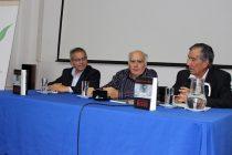 """Roberto Salinas lanza su tercer libro """"Por un puñado de higos"""" en la Casa de la Cultura"""