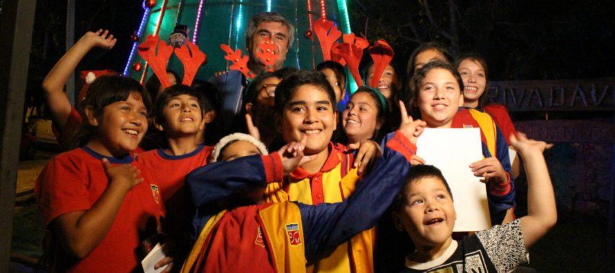 Con grandes anuncios para los vecinos realizan encendido del árbol de Navidad en Rivadavia