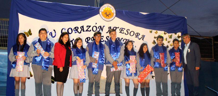 Escuela Juan Rendic despide en emotiva ceremonia a alumnos egresados