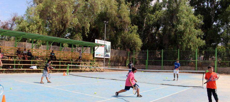 Con casi una veintena de participantes comenzó la Escuela Municipal de Tenis en Vicuña