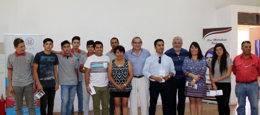 Estudiantes de Paihuano son certificados como operadadores en radio