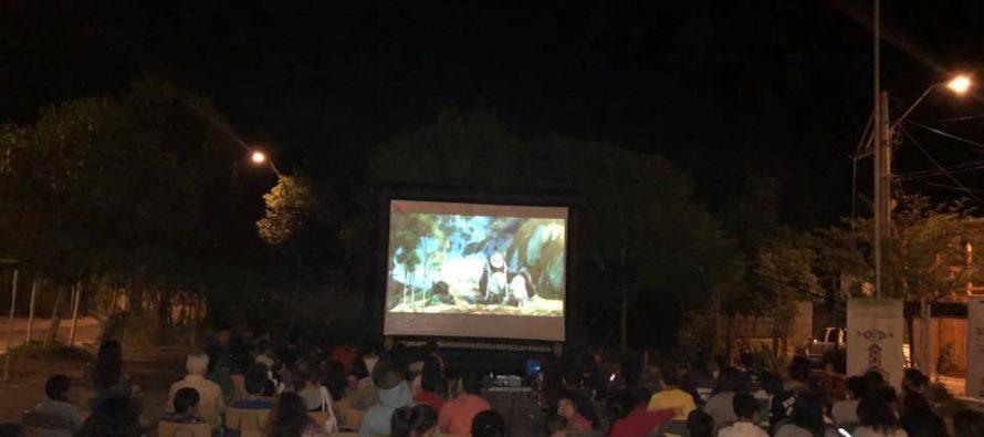 """Vecinos de Vicuña disfrutaron de una nueva jornada del programa """"Derechito al Cine"""""""