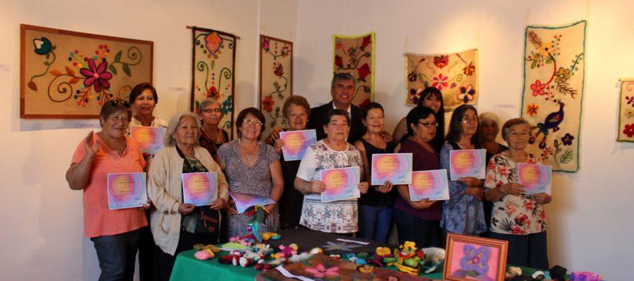 Mujeres elquinas expusieron sus trabajos de fieltro en la Casa de la Cultura de Vicuña