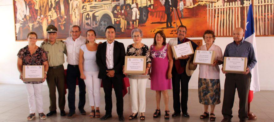 Adultos mayores de Paihuano recibieron pulseras de seguridad