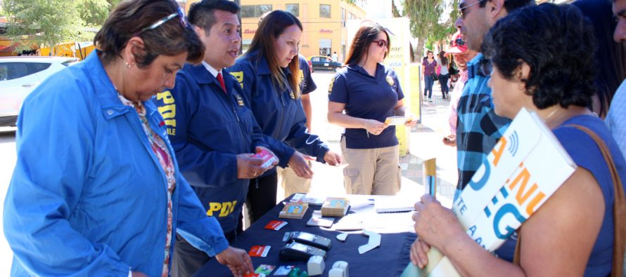 Campaña #CuidaTuTarjeta llegó a Vicuña para instruir a transeúntes sobre este delito