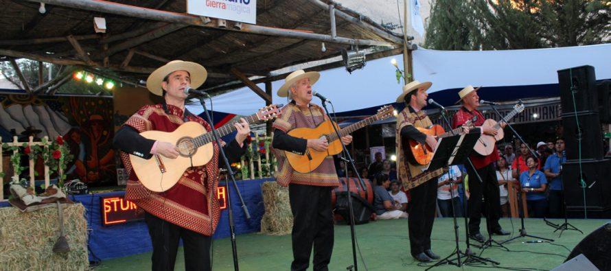 Los Huasos Quincheros cerraron las festividades de la XX Feria Costumbrista de Paihuano