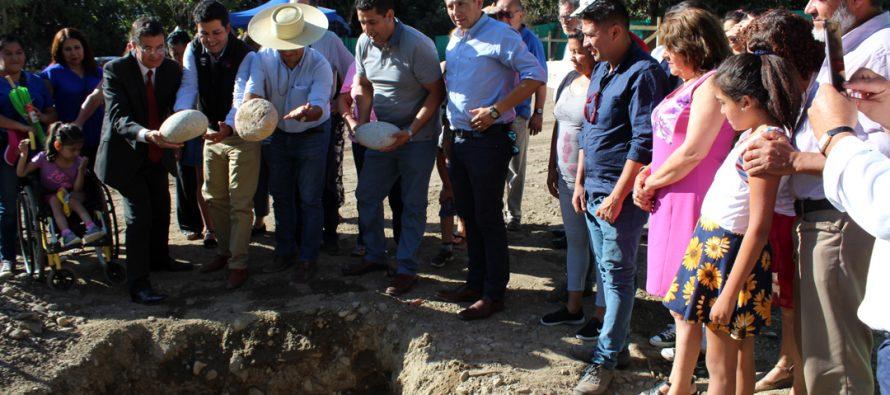 Autoridades y familias colocan primera piedra de nuevo sector habitacional de Paihuano