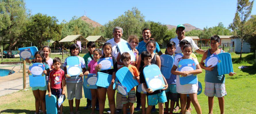 Niños de Vicuña fueron parte de un taller gratuito de natación durante este verano