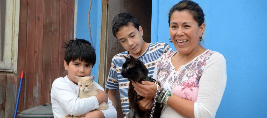 Familia de Altovalsol da el ejemplo en la adopción de mascotas