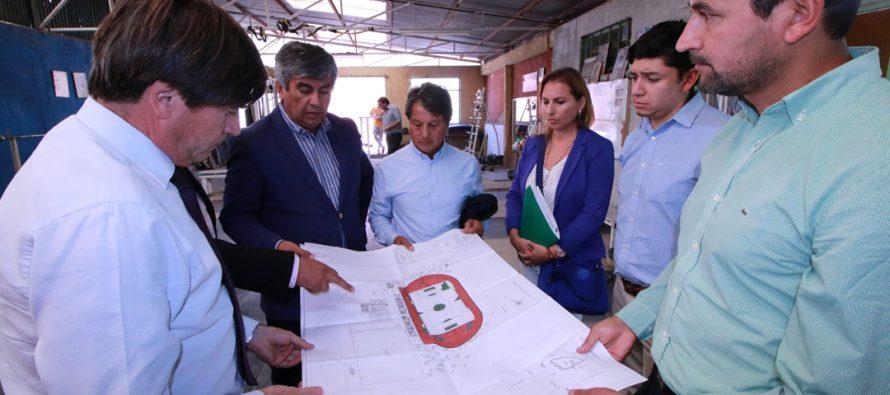 Vicuña compromete el avance del nuevo Estadio Municipal con la visita del Ministro de Deportes