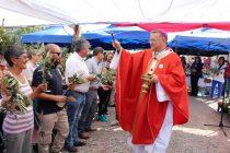 Fieles se disponen a acompañar a Cristo en su misterio de cruz y resurrección