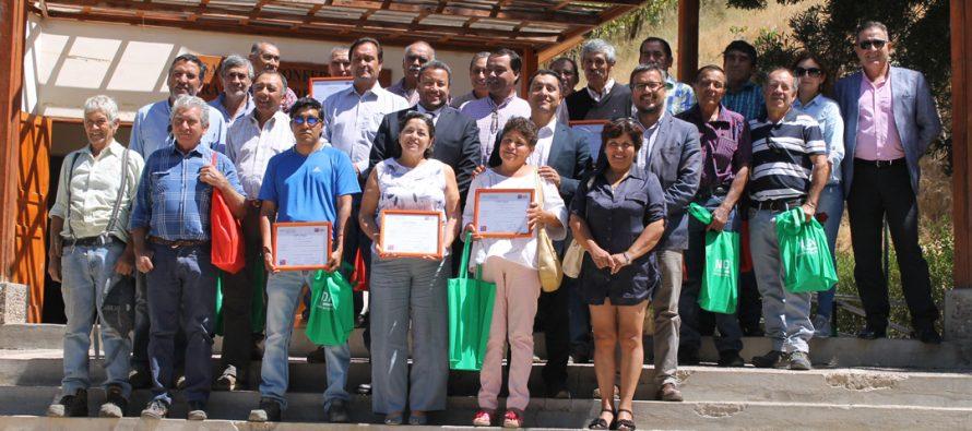 Agricultores de Paihuano se certifican como aplicadores de plaguicidas