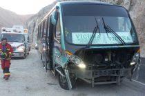Colisión entre minibús y auto deja menor lesionado en Paihuano