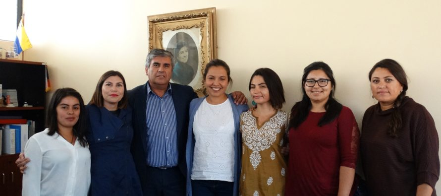 Vicuña da la bienvenida a las jóvenes de Servicio País que trabajarán en la comuna