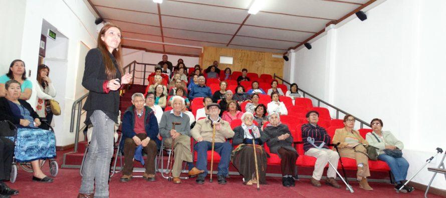 Adultos mayores de Vicuña fueron parte de la primera charla de Chi Kung Qigong