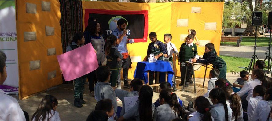 Estudiantes de la comuna de Vicuña celebran el Día del libro en plaza Gabriela Mistral