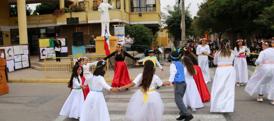 Escuela Lucila Godoy Alcayaga le rinde homenaje a los 129 años de Gabriela Mistral