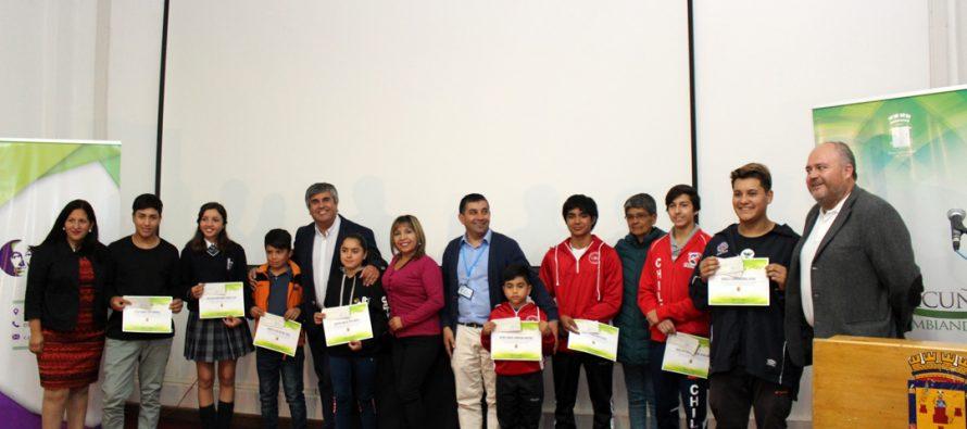 114 estudiantes son beneficiados con las becas de estudios superiores y deportivas en Vicuña