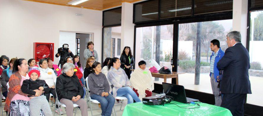 Mujeres de Vicuña acceden a charla sobre sus derechos