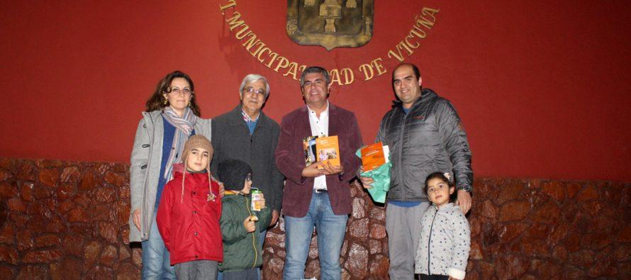 Cónsul de Marruecos visitó Vicuña obsequiando libros para la biblioteca pública