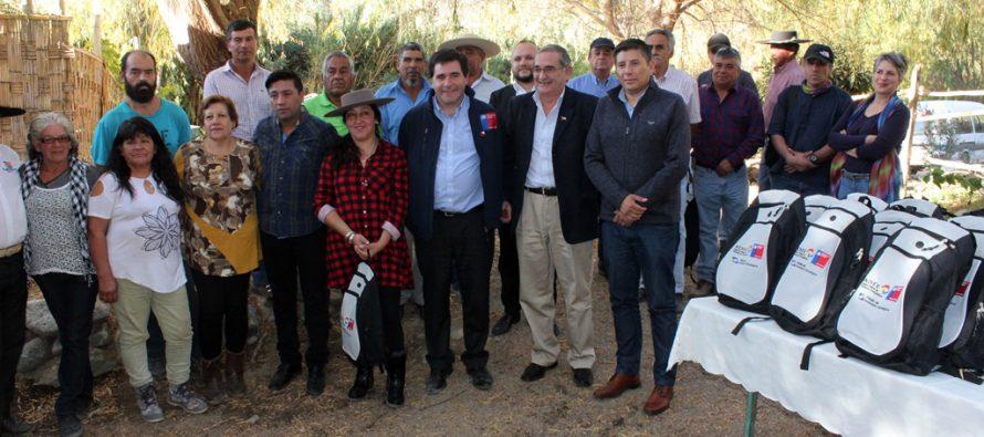 Benefician a crianceros de Paihuano con kits de energía solar para la cordillera