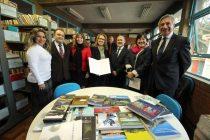 Consejo Regional dona libros a Escuela de Porto Alegre que lleva el nombre de Gabriela Mistral