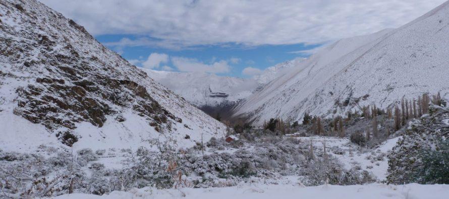Paihuano continúa con sus clases suspendidas debido a la nieve y las bajas temperaturas