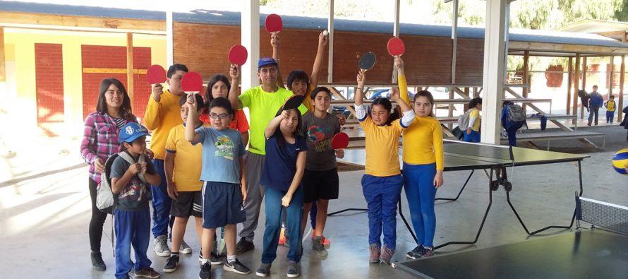 Incentivan el deporte en las escuelas de la comuna a través de taller de tenis de mesa
