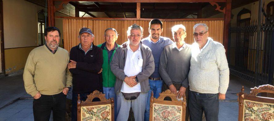 Regantes de Vicuña conversan sobre sus necesidades con Coordinador Zonal de la CNR