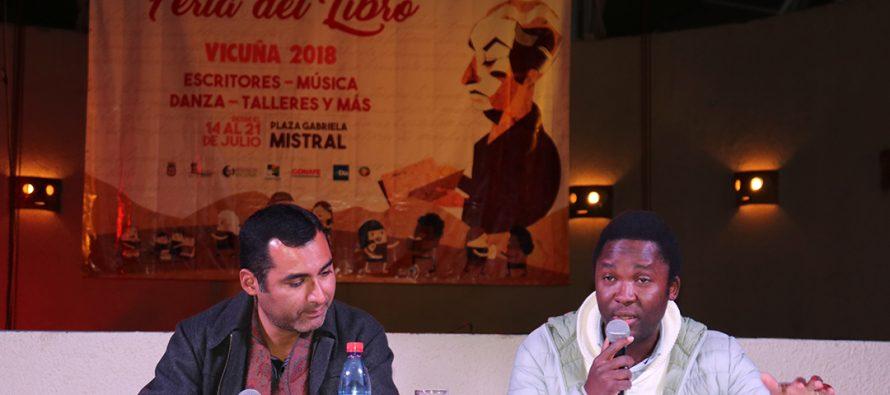 Escritor haitiano encantó a los asistentes del segundo día de la Feria del Libro en Vicuña
