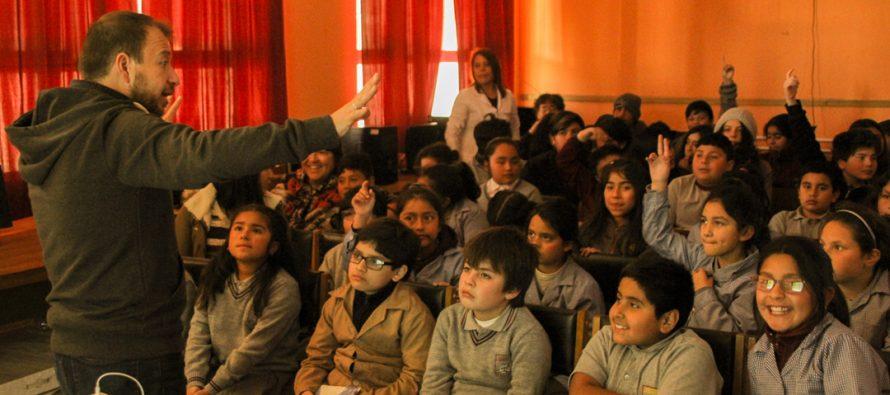 Destacado científico Gabriel León visitó escuela de Coquimbito y cautivó a estudiantes con charlas sobre su experiencia en ciencia