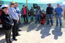 Autoridades del Trabajo se reúnen con trabajadores que mantienen tomada faena en Vicuña