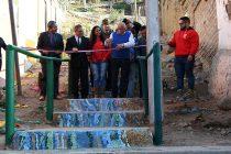 Con hermosos mosaicos remodelan la escalera de Algarrobito