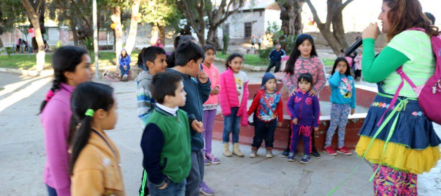 Team Fantasía recorrió diversos sectores de la comuna de Vicuña celebrando el Día del Niño