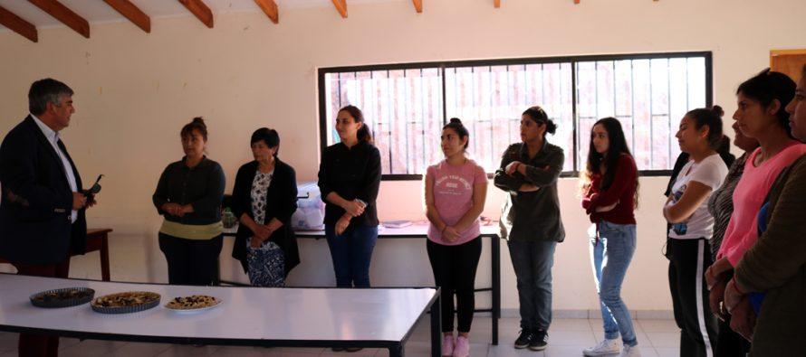 Mujeres de Puclaro reciben capacitación en comidas saludables y microemprendimientos