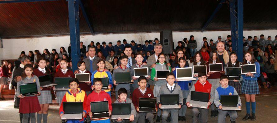 Estudiantes de Vicuña son beneficiados con mayor inclusión digital y vida saludable