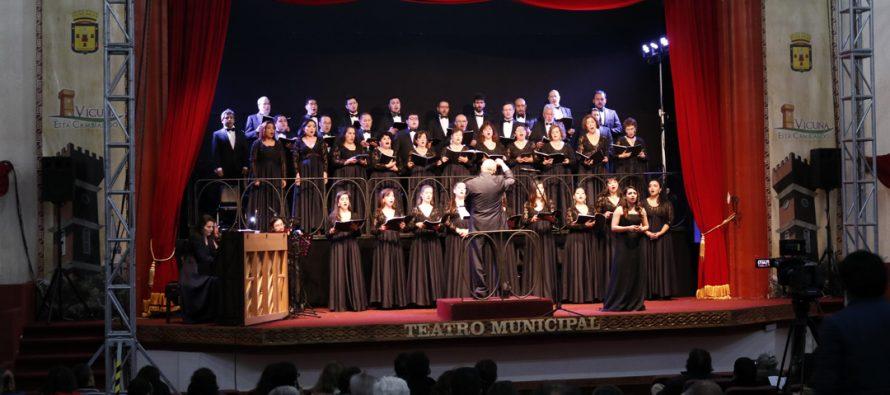 Ante un público cautivo se presentó el Coro del Municipal de Santiago en Vicuña