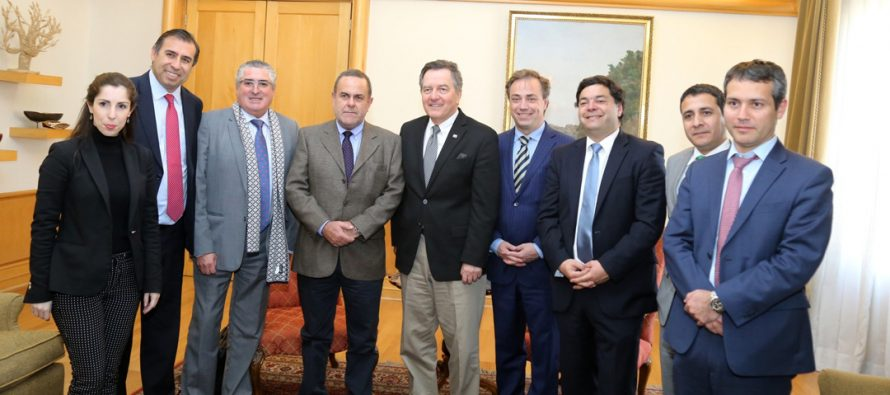 Ministros comprometen su apoyo a la industria pisquera