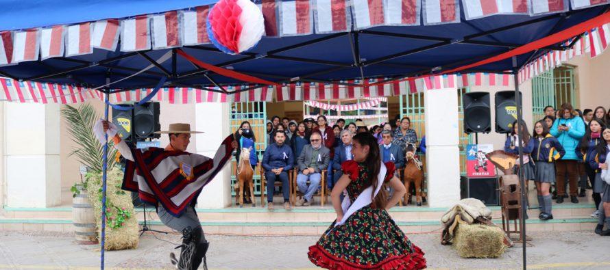 Liceo Carlos Mondaca de Vicuña cumple desafío de 12 horas de cuecas para celebrar Fiestas Patrias
