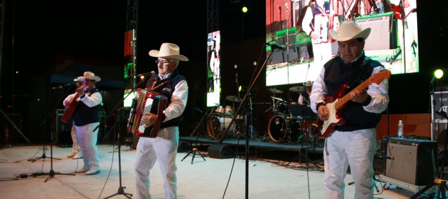 Con las rancheras de Los Reales del Valle se cerraron las actividades de la Pampilla de San Isidro