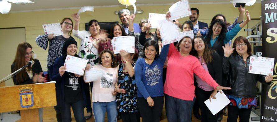 Mujeres de La Campana y Andacollito se certificaron en técnicas de corte y confección